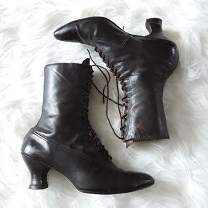 Vintage 1900s brown black leather lace up boots